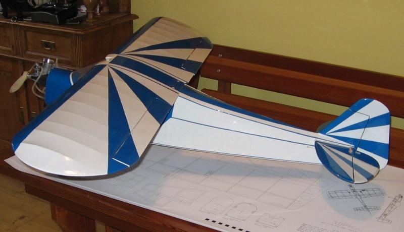 Piper J-3 clipped wing cub